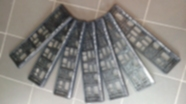 Na zdjęciu siedem ramek pod tablicę rejestracyjną ułożone w wachlarz