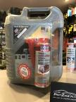 Na zdjęciu zbliżenie na pięcio litrową bańkę oleju LIQUI MOLY TOPTEC 4100 o lepkości 5W40 wraz z dodatkiem do ochrony filtra cząstek stałych.